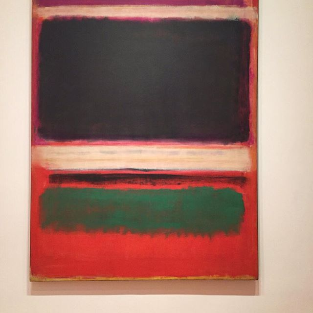 Strolling in the @themuseumofmodernart we bumped in this marvelous Rothko masterpiece!