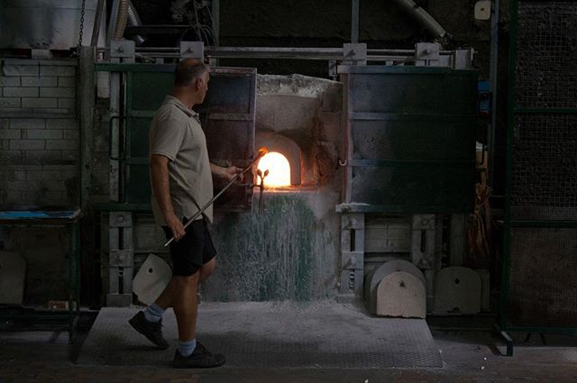Being a glass blower is a hard work. The passion for this antique art, pushes the few remained artisans on the Murano island to keep on, and they accept the projects just if they like them! Every piece of Flauti is created by passion
